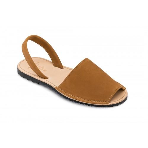 Menorquina-suede-avarca-spaanse-sandaal-camel-menorquinasnl-500×500